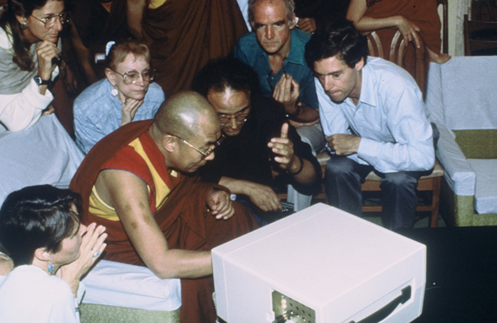 a picture of the Dalia Lama with a group of people